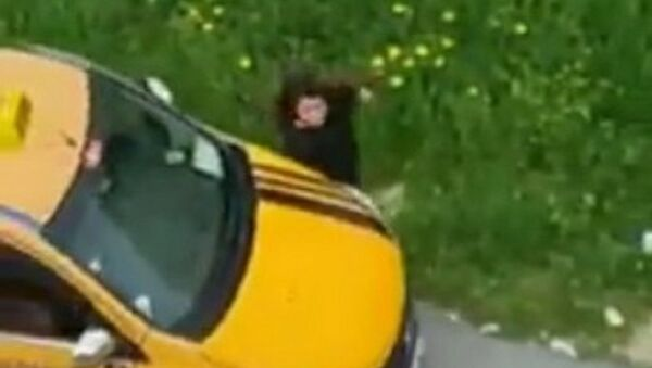 Mersin'de taksiyle kız kardeşine çarpan sürücü gözaltına alındı - Sputnik Türkiye