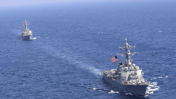ABD'nin Akdeniz'de görevli Altıncı Filosu USS Donald Cook ve USS Roosevelt - Sputnik Türkiye