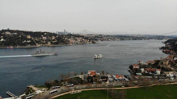 Rus savaş gemileri İstanbul Boğazı'ndan geçti - Sputnik Türkiye