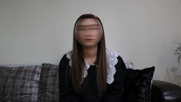 2019 yılında müstehcen görüntülerini gizlice çekişerek şantaj yapılan genç kız - Sputnik Türkiye