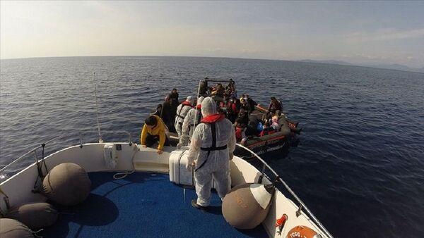 Seferihisar açıklarında 59 kaçak göçmen kurtarıldı - Sputnik Türkiye