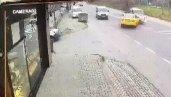 Başakşehir, hatalı sollama, zincirleme kaza - Sputnik Türkiye