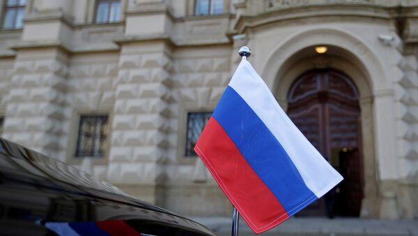 Çekya Dışişleri Bakanlığı binası - Rusya bayrağı - Sputnik Türkiye