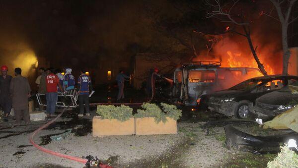 Pakistan'ın Belucistan eyaletinin Ketta şehrinde bir otelin otoparkında meydana gelen patlamada, ilk belirlemelere göre aralarında bir polisin de bulunduğu 4 kişi öldü, 12 kişi yaralandı. - Sputnik Türkiye