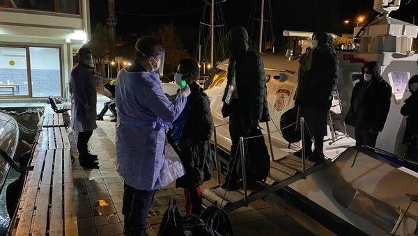 Çanakkale açıklarında 101 düzensiz göçmen kurtarıldı - Sputnik Türkiye