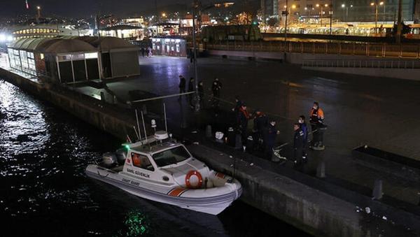 Galata Köprüsü'nden denize itilen kişi boğuldu - Sputnik Türkiye