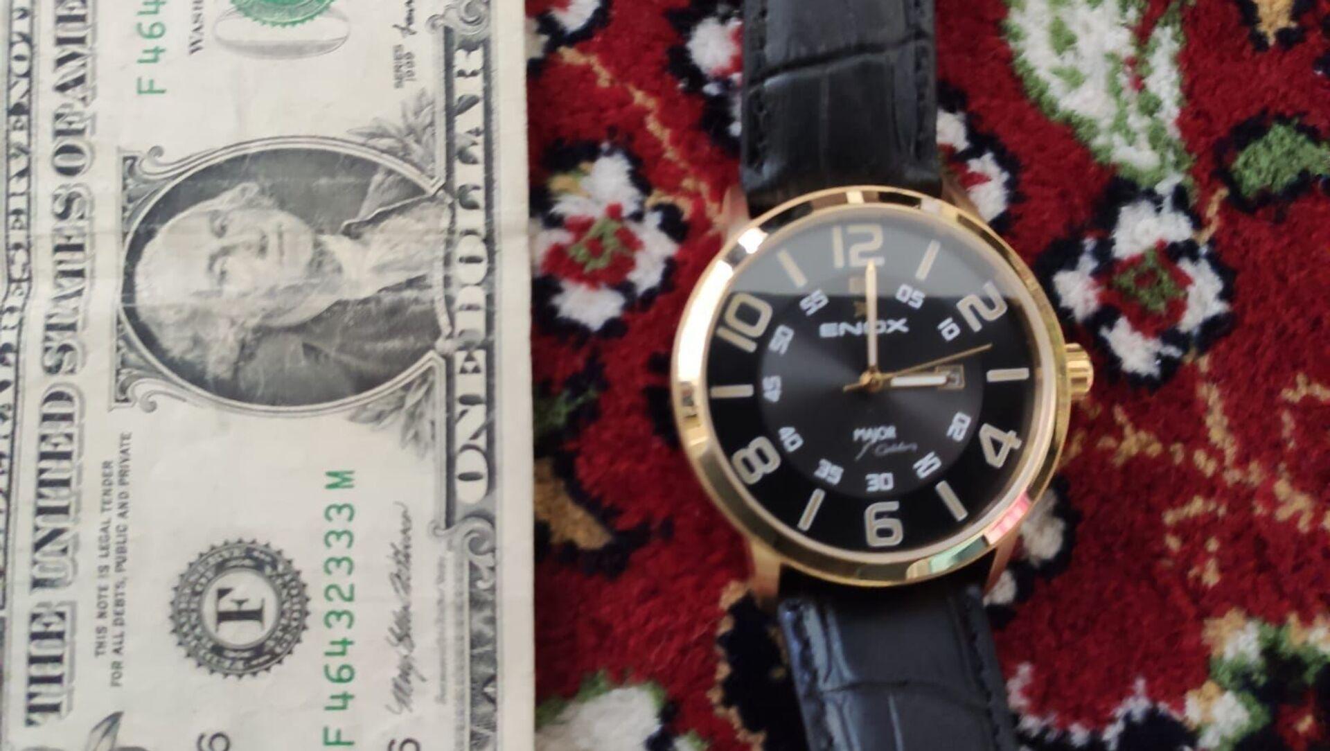 FETÖ operasyonunda Gülen imzalı kol saati ile F serisi dolar ele geçirildi - Sputnik Türkiye, 1920, 23.04.2021