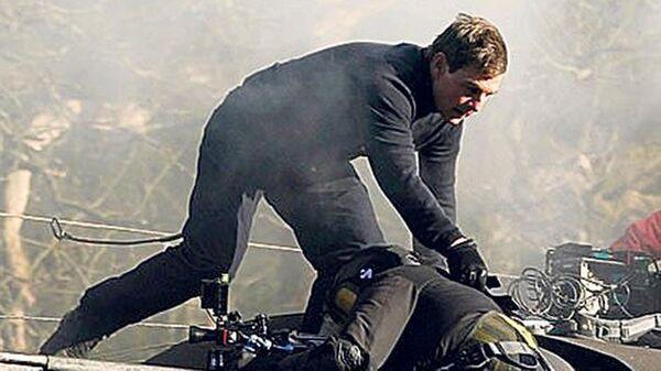 Tom Cruise, Görevimiz Tehlike 7'nin çekimleri esnasında kameramanı ipten aldı - Sputnik Türkiye