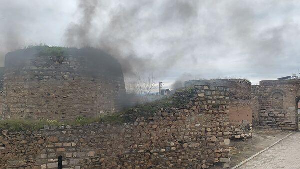2 bin yıllık İznik surlarında yangın - Sputnik Türkiye
