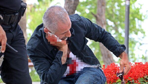 Antalya'da üzerini aratmak istemeyen şahıs neşterle boğazını kesti - Sputnik Türkiye