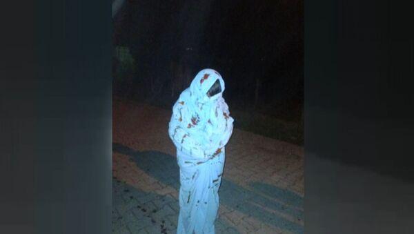 Beyaz çarşaf giyerek davulcuyu korkutan gençler, Zonguldak - Sputnik Türkiye