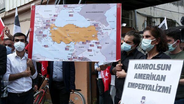 Vatan Partisi ve TGB, Adana İncirlik Üssü önünde protesto yaptı - Sputnik Türkiye
