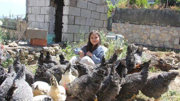 Yılbaşı harçlığıyla 20 civciv alan 9 yaşındaki Lidya'nın 65 tavuğu oldu - Sputnik Türkiye