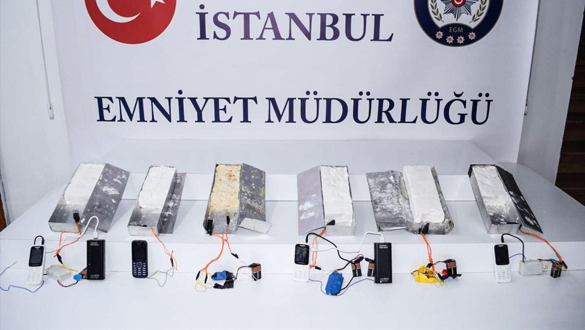 İstanbul 15 Temmuz Demokrasi Otogarı'nda 5 kilogram ağırlığında 6 patlayıcı madde ele geçirildi. - Sputnik Türkiye, 1920, 02.05.2021