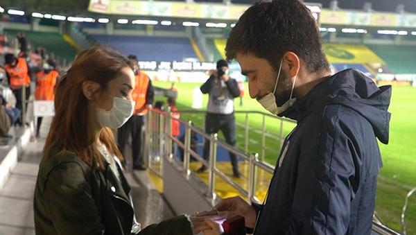 Çaykur Rizespor - Beşiktaş maçında evlilik teklifi  - Sputnik Türkiye