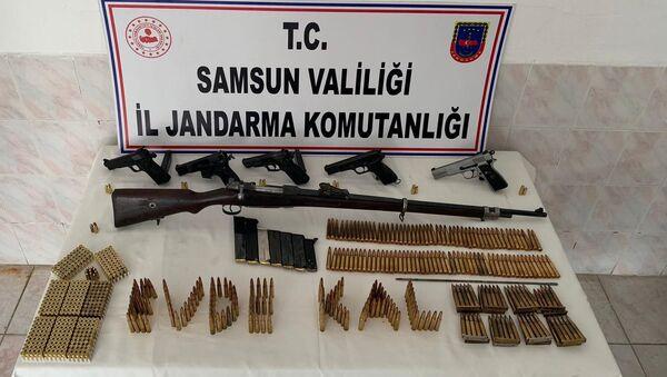 Samsun'un Bafra ilçesinde evinden ve işyerinden cephanelik çıkan şahıs adlı kontrol şartıyla serbest kaldı. - Sputnik Türkiye