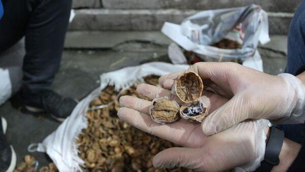 Ceviz kabuklarının içerisine gizlenmiş 153 kilo 550 gram afyon sakızı ele geçirildi - Sputnik Türkiye