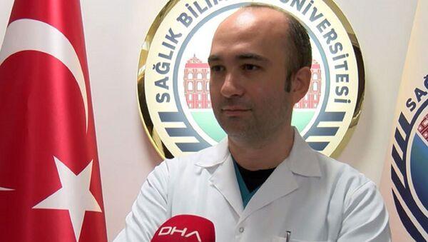 Sağlık Bilimleri Üniversitesi Gülhane Eğitim ve Araştırma Hastanesi Enfeksiyon Hastalıkları ve Klinik Mikrobiyoloji Uzmanı Doç. Dr. Ümit Savaşçı - Sputnik Türkiye