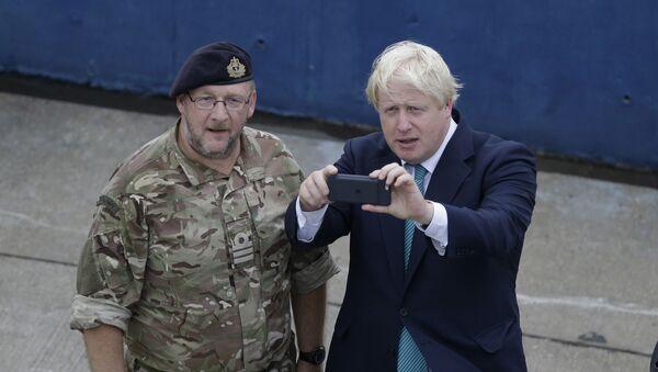 İngiltere Başbakanı Johnson'ın kişisel cep telefonu numarası 15 yıldır internette görünüyor - Sputnik Türkiye