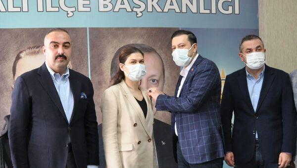 Torbalı'da Deva Partili meclis üyesi, AK Parti'ye geri döndü - Sputnik Türkiye