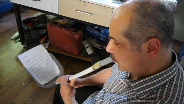 Mesut Gökoğlu'nun faraştan yaptığı ney  - Sputnik Türkiye