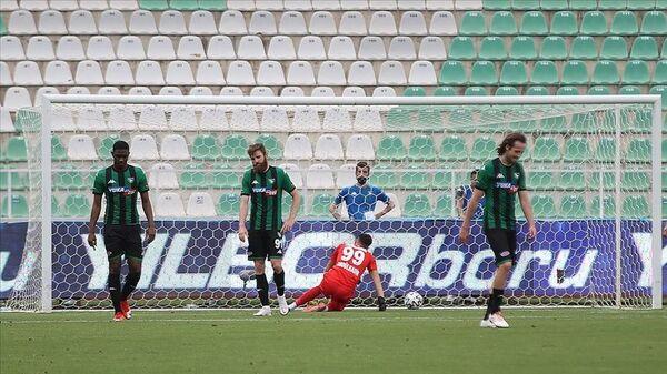 39. hafta maçında Çaykur Rizespor'e yenilen Yukatel Denizlispor, Süper Lig'den düşen ilk takım oldu. - Sputnik Türkiye
