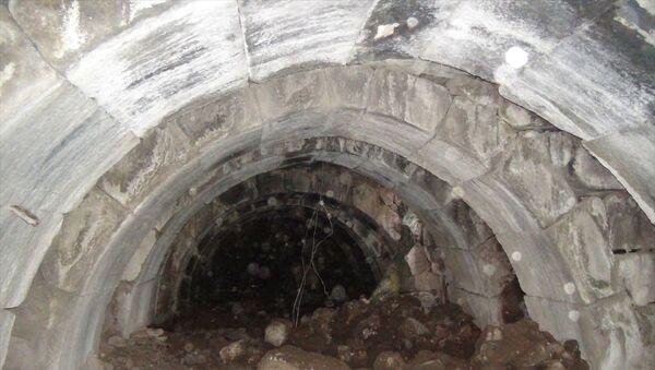 kaçak kazı sırasında bulunan Roma dönemine ait 400 metrekarelik zindan - Sputnik Türkiye