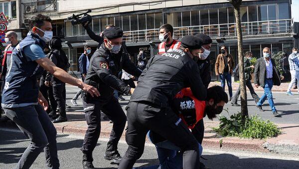 İstanbul - 1 Mayıs Emek ve Dayanışma Günü - Taksim Meydanı'na çıkmak isteyen grup - polis müdahale - Sputnik Türkiye