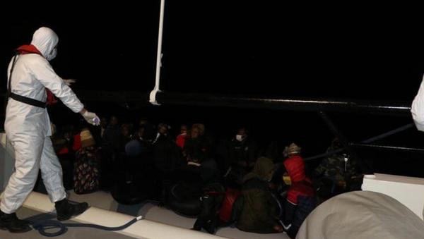 Aydın'da Türk kara sularına geri itilen 14 düzensiz göçmen kurtarıldı - Sputnik Türkiye