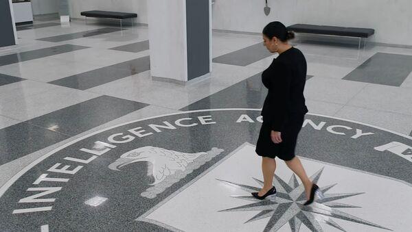 CIA'in LGBT ve Siyah Yaşamlar Önemlidir hareketlerinin sloganlarını kullandığı 'woke' videosundaki Hispanik kadın ajan - Sputnik Türkiye