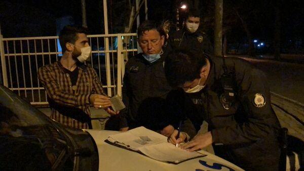 Isparta'da sokağa çıkma kısıtlamasını ihlal eden kişi ihlal - Sputnik Türkiye
