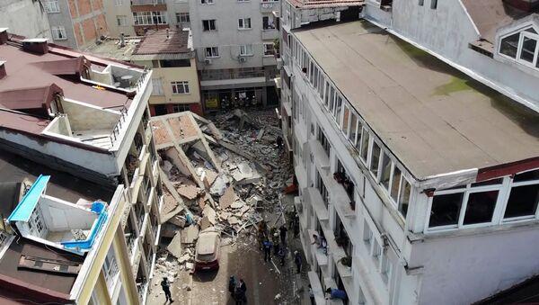Zeytinburnu'nda boşaltılan binanın çökmesi - Sputnik Türkiye