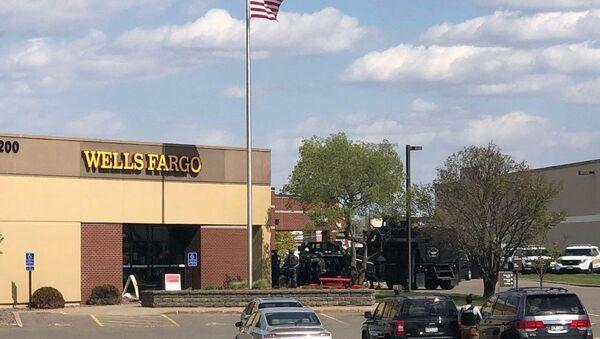 ABD'nin Minnesota eyaletinde bulunan Wells Fargo bankasında soygun alarmı verildi. Soyguncuların çok sayıda kişiyi rehin aldığı bildirildi. - Sputnik Türkiye
