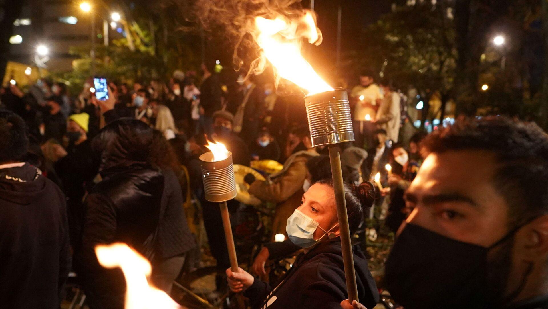 Vergi reformuna karşı başlayıp yoksulluk, sağlık ve eğitim sistemlerindeki eşitsizlik ve polis şiddetine karşı devam eden protestolar (Kolombiya, Bogota, 6 Mayıs 2021) - Sputnik Türkiye, 1920, 07.05.2021
