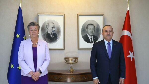 Dışişleri Bakanı Çavuşoğlu, AB İçişleri Komiseri ile görüştü - Sputnik Türkiye
