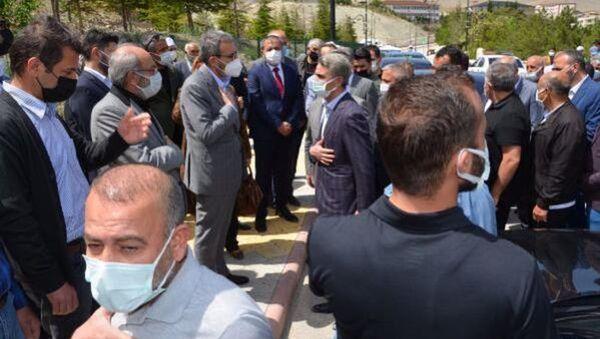 AK Parti Genel Başkan Yardımcısı Ünal, dayısının cenazesine katıldı - Sputnik Türkiye