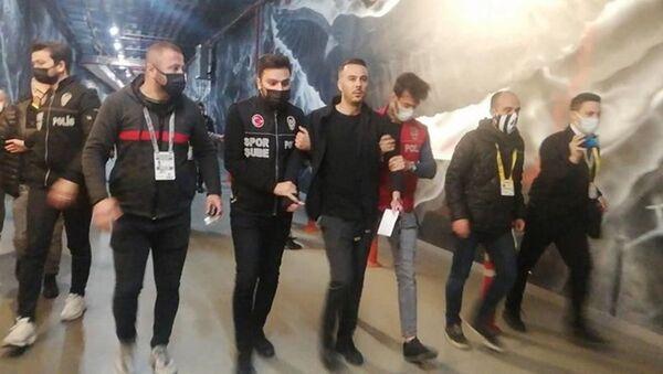 Beşiktaş oyuncusu Ghezzal'ın menajeri Hakan Korkmaz, maçın ardından gözaltına alındı - Sputnik Türkiye
