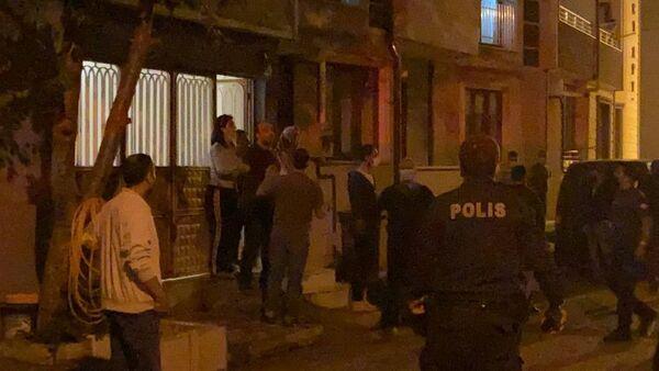 Kısıtlamaya uymayan şahıslar kendilerini uyaran polise saldırdı - Sputnik Türkiye
