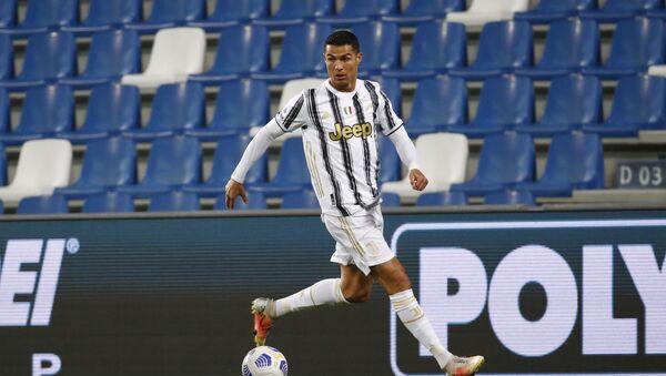 Cristiano Ronaldo, Juventus'ta 131. maçında 100. golünü attı. Ronaldo, 3 farklı takım ve milli takımda 100 gol atan ilk futbolcu olarak tarihe geçti. - Sputnik Türkiye