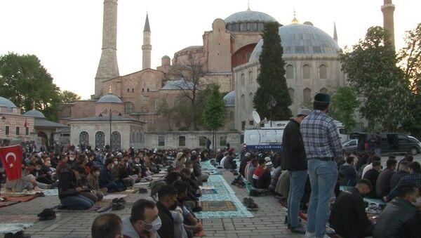 Ayasofya'da 87 yıl sonra ilk kez Ramazan Bayramı namazı kılındı - Sputnik Türkiye