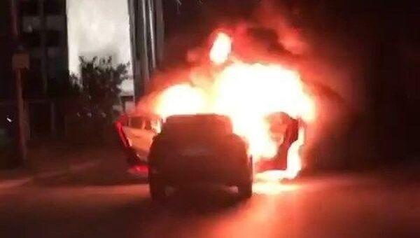 İstanbul'da bir çift, İsrail'i protesto için başkonsolosluk önünde aracını yaktı - Sputnik Türkiye