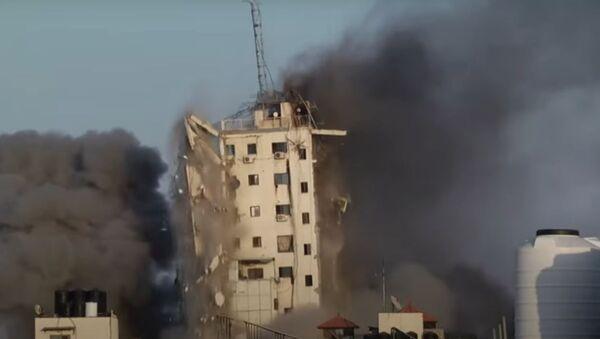 İsrail, Gazze'de çok katlı bir binayı daha vurdu - Sputnik Türkiye