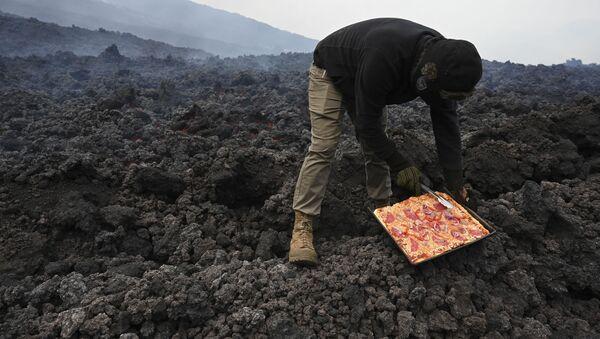 David Garcia-aktif volkan Pacaya-pizza - Sputnik Türkiye