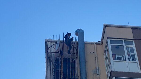 İntihar etmek için yangın merdivenine çıktı: 'Oktay Kaynarca'yı çağırın' - Sputnik Türkiye