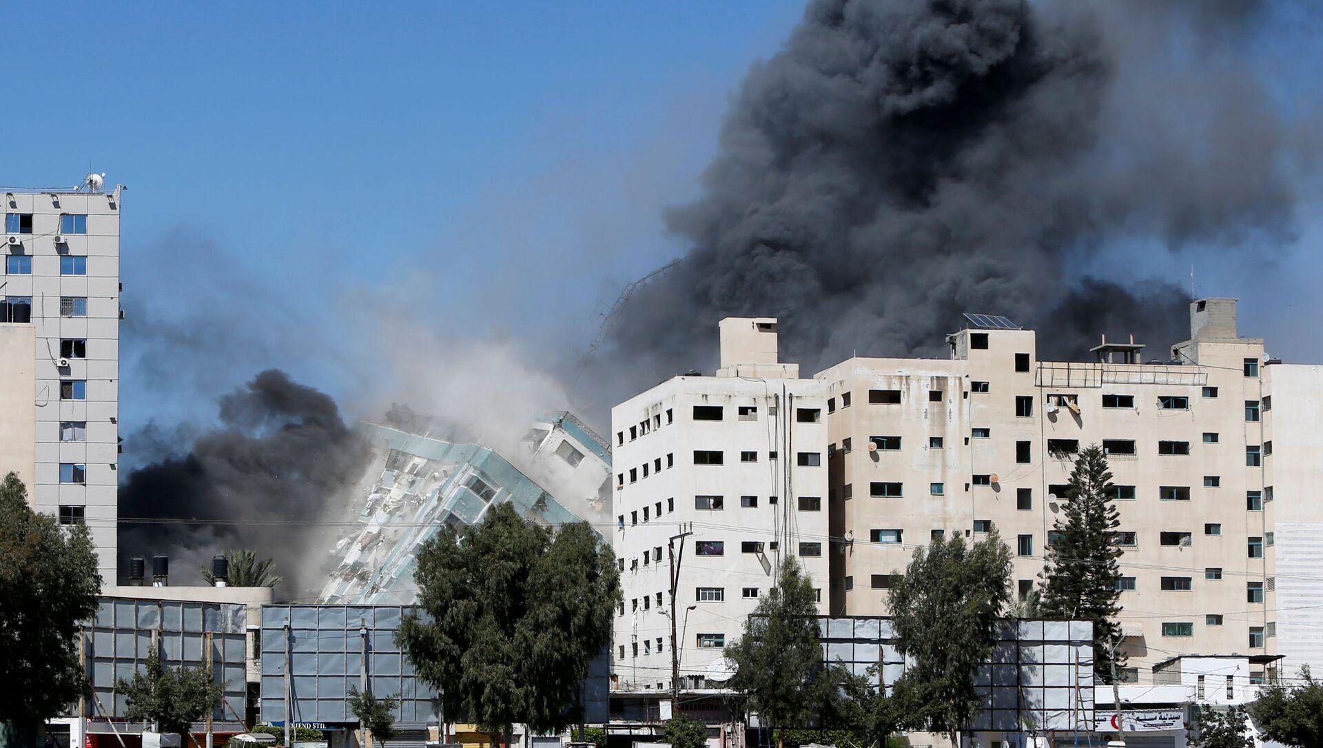 İsrail, Gazze'de uluslararası televizyonların bulunduğu binayı bombaladı - Sputnik Türkiye, 1920, 16.05.2021