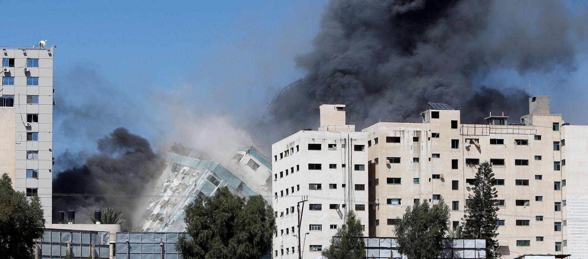 İsrail, Gazze'de uluslararası televizyonların bulunduğu binayı bombaladı - Sputnik Türkiye, 1920, 15.05.2021