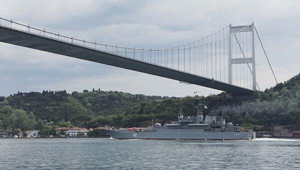 Rus ve İngi̇li̇z savaş gemi̇leri̇ 1 saat arayla Karadeni̇z'e açıldı - Sputnik Türkiye