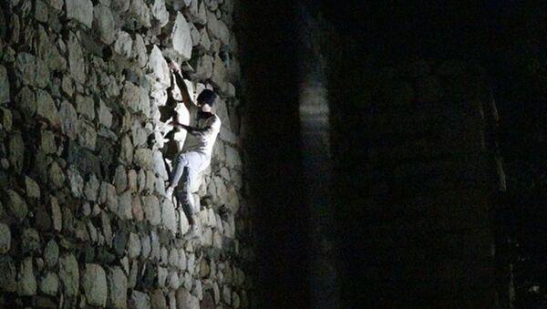 Çorum Kalesi surlarına tırmanan alkollü olduğu iddia edilen kişi - Sputnik Türkiye