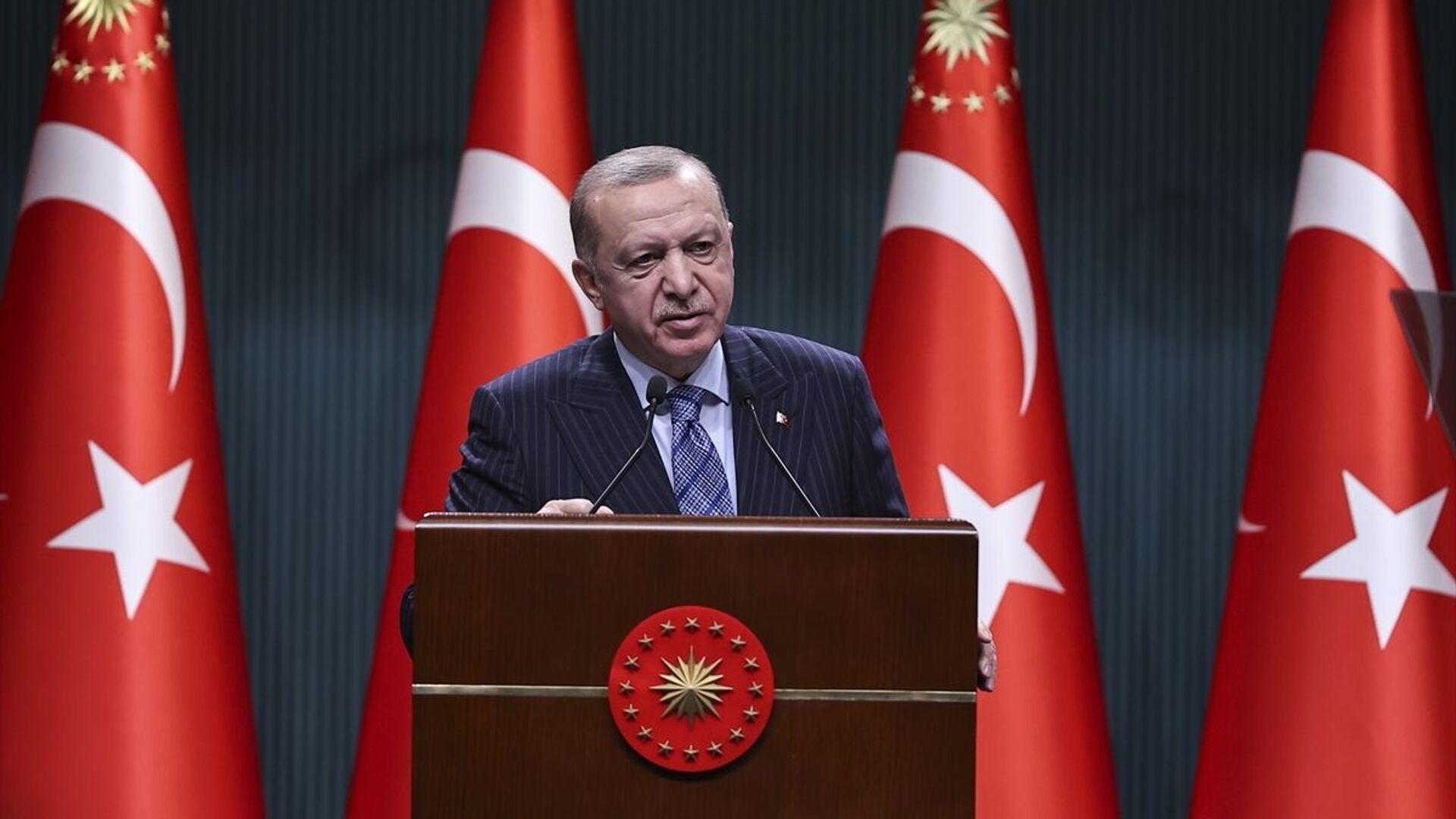 Türkiye Cumhurbaşkanı Recep Tayyip Erdoğan, Cumhurbaşkanlığı Kabine Toplantısı'nın ardından açıklamalarda bulundu. - Sputnik Türkiye, 1920, 05.07.2021