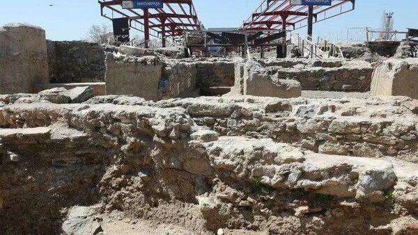 Haydarpaşa Garı'ndaki kazılarda 2 bin 400 yıllık anıt bulundu - Sputnik Türkiye